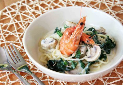 Prawn and Kale Garlic Cream Sauce Pasta
